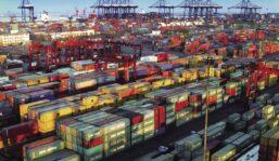 Continúa paralizado uno de los principales puertos de China por un caso de covid